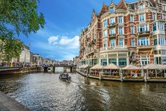 Discover the beauty of Amsterdam with this itinerary! From the Dam square to the Artis Royal Zoo, you will love the city and its canal belt. Day Trips From Amsterdam, Visit Amsterdam, Amsterdam City, Amsterdam Travel, Amsterdam Guide, Amsterdam Netherlands, Victoria Hotel Amsterdam, Amsterdam Itinerary, Amsterdam Red Light District