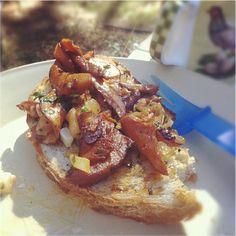 Polish recipe - pine mushrooms on toast.