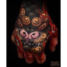 I love well done foo dog hand tattoos. The design and color work are simply amazing. Really great work. #CuratedTattoos
