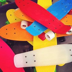 messy but colorful penny boards Board Skateboard, Penny Skateboard, Longboard Cruiser, Skate 3, Penny Boards, Longboarding, Skateboards, Bmx, Surfing