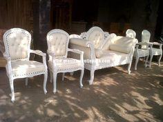 kursi penganting warna putih