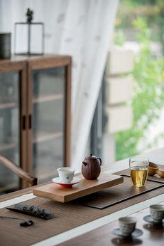 began to discover the joys of the quiet morning hours. Chinese Tea Room, Tea Japan, Bar Restaurant Design, Architecture Restaurant, Tea Reading, Design Café, Tea Culture, Japanese Interior, Tea Art