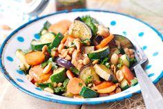 Gemüsesalat mit Erdnussdressing