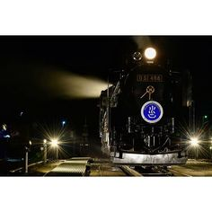 Instagram【kis_to_mi】さんの写真をピンしています。 《久し振りの更新…  昨日運転されたSLググっとぐんまみなかみ号@水上。  ライトアップされたデゴイチにはとても魅了されました… …晴れれば星も撮れたんだけどなぁ…  #sl #steamlocomotive #d51 #蒸気機関車 #slみなかみ #水上 #ライトアップ #夜 #夜景 #黒 #鉄道写真 #nikon #d3300 #日本 #japan》