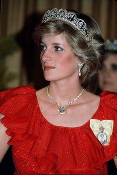 Princess Diana wearing diamond tiara...uploaded by www.1stand2ndtimearound.etsy.com