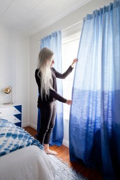 DIY Dip Dyed Ombre Curtains - Tired of the same standard curtains hanging on your windows? Homepolish designer Leah Ring has a knack for extensive DIYs, and here she shows how to add some pizzaz to your drapery. Dip Dye Curtains, Ombre Curtains, No Sew Curtains, Ikea Curtains, Boho Curtains, Drop Cloth Curtains, Floral Curtains, Curtains Living, Rustic Curtains