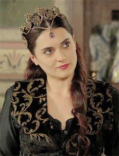 kosem sultan sends her regards Sultan Kosem, Hayat And Murat, Beautiful Costumes, Autumn Photography, Alexandra Daddario, Ottoman Empire, Celebs, Celebrities, Season 1