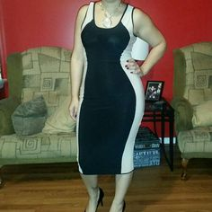 Color block bodycon dress Reposhing beautiful bodycon dress. Two tones. Very body faltering. Has small pull on one of the sides, but as you can see, it is completely unnoticeable when worn. a'gaci Dresses Midi