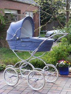 1981 Marmet, looks a lot like the streng pram i bought in 83!