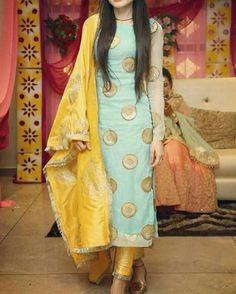 Haute spot for Indian Outfits. Punjabi Dress, Pakistani Dresses, Indian Dresses, Indian Outfits, Punjabi Salwar Suits, Anarkali, Indian Suits Punjabi, Salwar Suits Simple, Patiala Salwar Suits