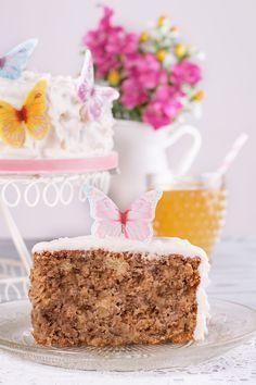 La tarta colibrí o Hummingbird Cake es una tarta rica en frutas procedente del Sur de los Estados Unidos que como ingredientes principales lleva plátano, piña, coco y nueces, una combinación de lo más veraniega y apetecible ahora que se acerca el buen tiempo. Si te gustan las tartas con frutas te recomiendo que la …