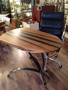 Tischskulptur aus alter Mooreiche