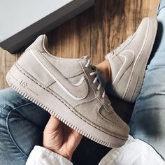 Nike shoes nike air force 1 low suede color brown cream t. Jeans E Vans, Shoes With Jeans, Nike Air Force Rose, Nike Air Force 1 Outfit, Air Force 1 High, Sneakers Fashion, Fashion Shoes, Sneakers Nike, Tumblr Sneakers