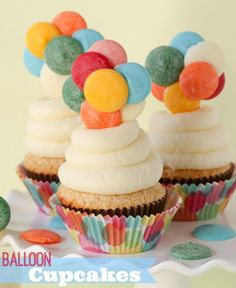 """by : Kristan comment : 26 These """"UP"""" inspired balloon cupcakes are so fun and incredibly easy to put together — no special decorating skills required. I am SO excited about these cupcakes! Cupcakes Cool, Sheep Cupcakes, Balloon Cupcakes, Beach Cupcakes, Beautiful Cupcakes, Owl Cupcake Cake, Cookies Cupcake, Candy Melts, Birthday Cupcakes"""