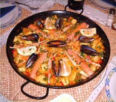 This Paella is a better for your dessert made with wholesome ingredients! Dairy, gluten, grain free and paleo too! Filipino Recipes, Asian Recipes, Ethnic Recipes, Filipino Food, Valenciana Recipe, Paella Valenciana, Easy Dinner Recipes, Easy Meals, Pinoy Food