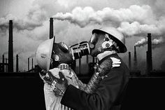 14 Lessons I've Learned Since Ending A Toxic Relationship Gas Mask Art, Masks Art, Gas Masks, Toxic Love, Classical Art, Toxic Relationships, Dysfunctional Relationships, Retro Futurism, Oeuvre D'art