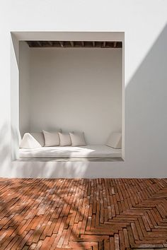 This Curved Brick Facade Delightful - Sala Ayutthaya Boutique Hotel Design in Thailand by Onion Architects Patio Interior, Interior And Exterior, Contemporary Interior, Kitchen Interior, Exterior Design, Plywood Furniture, Furniture Ideas, Outdoor Furniture, Outdoor Seating