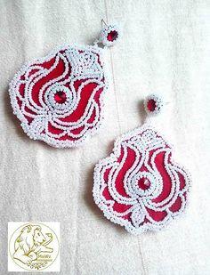 Folklórny ornament na náušničkách