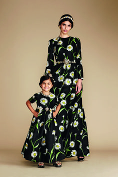 Read Like Mother Like Daughter: Party time and get inspired by Dolce & Gabbana Luxury Magazine suggestions. Mother Daughter Fashion, Mom Daughter, Mom And Baby Outfits, Kids Outfits, Stylish Dress Designs, Stylish Dresses, Dolce And Gabbana Kids, Mode Hijab, Mannequin