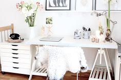 Feminine office designs, simple workspace, office decor, deskspace, home office Feminine Office Decor, Feminine Home Offices, Stylish Office, Home Office Design, Home Office Decor, Office Desk, Home Decor, Office Designs, Work Desk