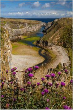 Baai Smoo gebergte bij Durness Schotland