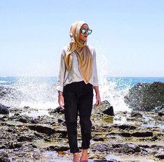 Pin by zaahirah esack on style hijab fashion hijab trends hijab. Hijab Casual, Ootd Hijab, Muslim Fashion, Modest Fashion, Hijab Fashion, Fasion, Women's Fashion, Hijab Trends, Hijab Ideas