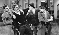 Groucho Marx, Chico Marx, Harpo Marx, Zeppo Marx, and The Marx Brothers in O Diabo a Quatro (1933)