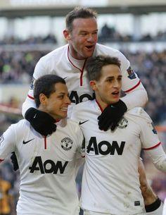 El triunvirato del Manchester United. Wayne Rooney, elegido el jugador del partido en la victoria del MU 3-2 sobre el Hull City. El Chicharito Hernández, también puso su cuota, tal cual lo hizo el joven menor de 21 años, Adnan Januzaj.