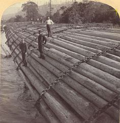 """This Underwood and Underwood 1902 stereo card bears the caption: """"Stupendous log-raft, containing millions of feet-- a camp's year's work, profit $ 20,000-- Columbia River, Oregon.""""  $ 20,000 in 1902 was roughly equivalent to $ 500,000 today"""