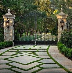 62 Ideas For Landscaping Driveway French Drain - fantasticgarden Ideas for Landscaping Entrance French Drain - fantasticgardens garden gardendesign landscapingTracy Pray Bradshaw Driveway Entrance Landscaping, Driveway Design, Driveway Gate, Backyard Landscaping, Front Gates, Entrance Gates, Design Jardin, Dream House Exterior, Gate Design