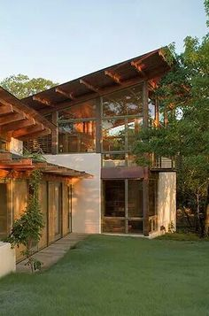 The Bluffview Residence has been designed by Lake Flato Architects in Texas.  - See more at: http://www.insideoutside.in/inside-outside/beautiful-homes/6999/world-bluffview-residence-lake-flato-architects#sthash.raKUyI2F.dpuf