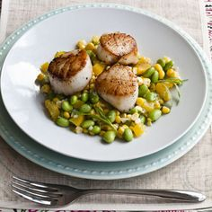 Pan-Seared Scallops With Summer Succotash This heart-healthy meal combines low-cal scallops, which contain fatty acids, as well as protein-packed edamame. Cider vinegar and buttermilk make a tangy dressing for this simple summer dish. Fresh Corn Recipes, Heart Healthy Recipes, Fish Recipes, Seafood Recipes, Clean Recipes, Summer Recipes, Healthy Food, Healthy Eating, Best Scallop Recipe