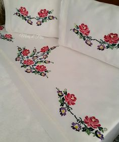 Cross Stitch Borders, Crochet, Border Tiles, Needlepoint, Hand Embroidery, Wedding Ideas, Cross Stitch, Hands, Ganchillo