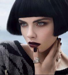 Британская топ-модель Кара Деленвиль (Cara Delevingne) в фотосессии Грега Лотуса (Greg Lotus) для российского издания Vogue за август 2012.