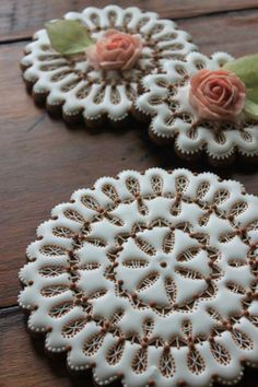 How to Make Eyelet Lace Doily Cookies