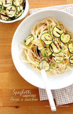 """ricotta...che passione: Spaghetti con caprino, limone, erbe aromatiche e zucchine grigliate. """" Come mangiamo"""""""