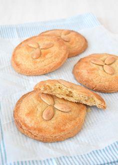 Gevulde koeken | Laura's Bakery #gevuldekoek #koek