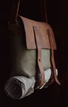 66 ideas for travel backpack leather canvases Leather Luggage, Leather Backpack, Travel Backpack, Backpack Bags, Packing Clothes, Canvas Leather, Waxed Canvas, Boho Bags, Leather Projects