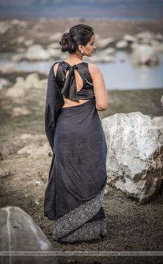 Kerala Saree Blouse Designs, Saree Blouse Neck Designs, Fancy Blouse Designs, Satin Saree, Silk Satin, Stylish Blouse Design, Black Satin, Black Silk, Beauty