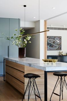 Simone Haag is one of our most beloved Australian designers. In her interiors, she perfectly combines Australia's signature modern design and elements of ✌Pufikhomes - source of home inspiration Kitchen Interior, Kitchen Decor, Interior Architecture, Interior Design, Home And Deco, Home Kitchens, Sweet Home, House Design, Home Decor