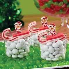 Rushing through the snow on a sleigh are our Elf on the Shelf Sledders! Race these elf sugar decorations to the North Pole on candy cane sleds and Laffy Taffy seats! Click for our how-to details!