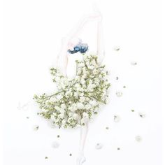 Creative fashion by Limzy Ballet Dancer II. Made of baby's breath, for Inoherb Shanghai. Arte Floral, Leaf Flowers, Flower Petals, Art Flowers, Diy Fashion Drawing, Babys Breath Flowers, Unique Drawings, Pressed Flower Art, Little Flowers