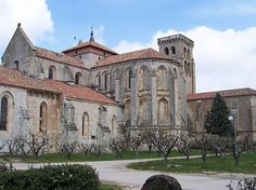 Monasterio-de-las-Huelgas-Reales-Burgos-Castiglia-León-Spagna.-Author-Lourdes-Cardenal.-Licensed-under-the-Creative-Commons-Attribution-Share-Alike.jpg (601×450)