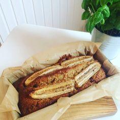 Der Liebling aus den USA - bei uns LOW CARB. Das Low Carb Bananenbrot ist fix zubereitet mit nur wenigen Zutaten. Low Carb Bananenbrot ohne Mehl!