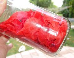 Hello, Here is the recipe for the delicious poppy liqueur made with my little Sunday harvest, just after the rain … Ingredients: Freshly picked poppy petals 1 liter of vodka or 40 ° alcohol 500 grs sugar 500 ml water In… Healthy Cocktails, Fall Cocktails, Cocktail Wieners, Vodka, Rumchata Recipes, Cocktail Photography, Best Cocktail Recipes, Happy Foods, French Food