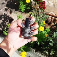 Gente, que esmalte lindooooo. Já estava a um bom tempo namorando a linha #crystal da @avonbrasil ❤💖 Eu comprei com a minha tia e revendedora linda @lilicarlossb 🌹💖 Gosto de usar duas camadas. Destaca bastante e fica um CHARME nas unhas 💅 . . . . . . . . . .  #nails #fashion  #nailart #nailpolish #polish #unhasdecoradas  #unhastop #unhadodia #picoftheday #blogueiracarioca #blogueiras #digitalinfluencer #avoncrystal #esmaltes #loucasporesmaltes #adoroo #photoeveryday #esmaltedodia…