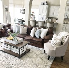 Ways to Decorate a Living Room Corner Behind a Couch or Loveseat Living Room Grey, Home Living Room, Living Room Designs, Living Room Decor, Brown Leather Couch Living Room, Brown Couch Decor, Dark Leather Couches, Dark Brown Couch, Muebles Living