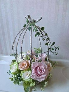 roses and bird centerpiece Deco Floral, Floral Design, Silk Flowers, Paper Flowers, Wedding Centerpieces, Wedding Decorations, Bird Cage Centerpiece, Floral Hoops, Newspaper Crafts
