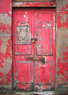old door in pink and red Cool Doors, Unique Doors, Entrance Doors, Doorway, Best Front Doors, Vintage Doors, Windows And Doors, Red Doors, Painted Doors