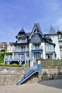 House in Trouville, Normandie Region Normandie, Normandie France, Villas, Omaha Beach, Honfleur, Porch And Balcony, Beautiful Paris, Living In Europe, Holiday Places